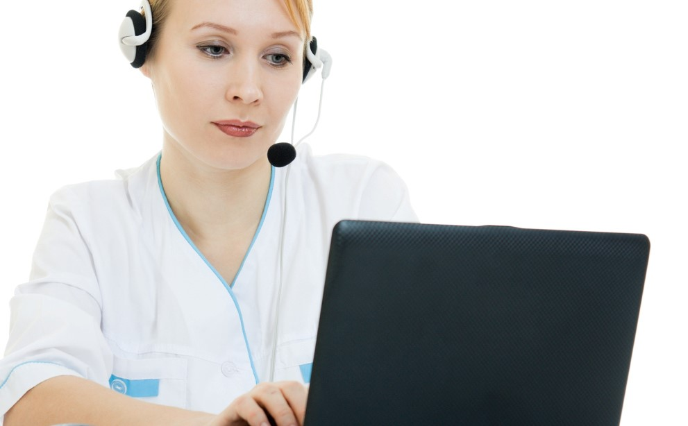 Nurse am Laptop © Sergey Khamidulin / Fotolia